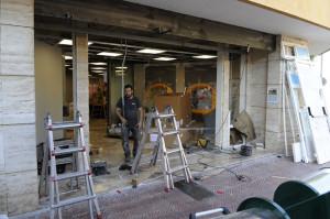 Operarios trabajando en las nuevas instalaciones. FOTO.- Tolo Mercadal