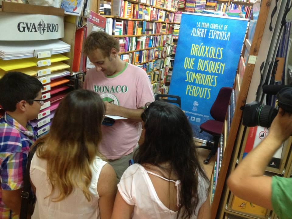 Albert Espinosa en librería Pau julio 2013. Foto Llibreria Pau..