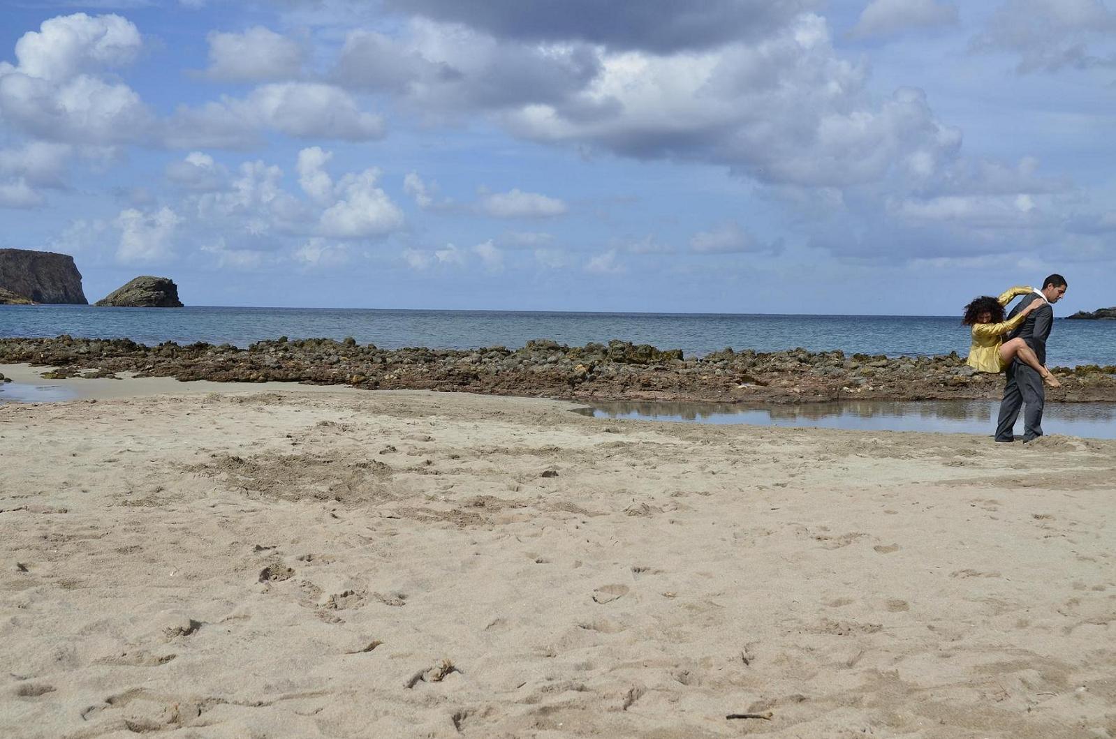La compañía Karbala en una playa de Menorca. Foto Jason Keith