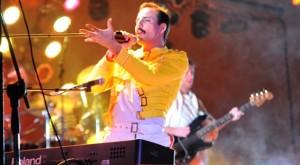 Pablo Padín es Freddy Mercury en la banda Dios Salve a la Reina
