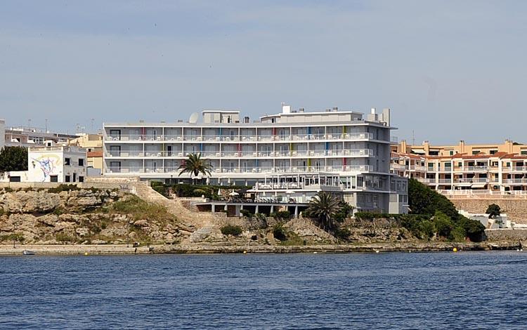Los hoteleros de las islas han mostrado su satisfacción por la medida que pretende frenar el fraude por intoxicación alimentaria.