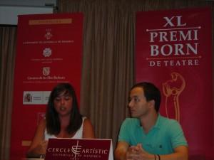 Laura Gorrias, secretaria del Premi Born de Teatre, y Rafel Pallicer, presidente del Cercle Artístic.