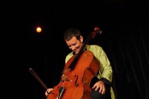 Matthieu Saglio en una actuación anterior. Foto: M.S.