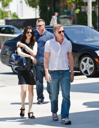 Daniel Craig and Rachel Weisz pick up a dress