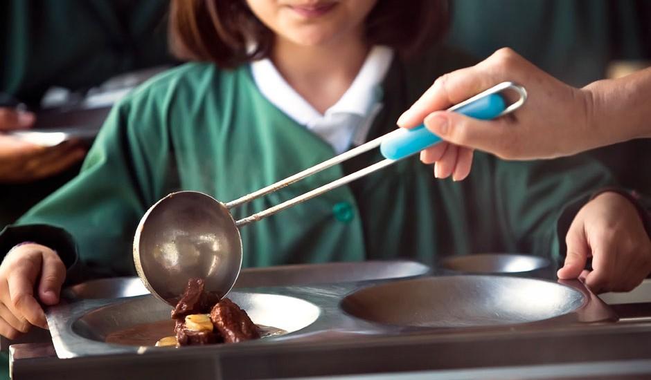 El menú de los comedores escolares de Baleares tiene un precio medio de 6,5€