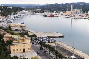 El puerto de Maó es uno de los rincones de la lista