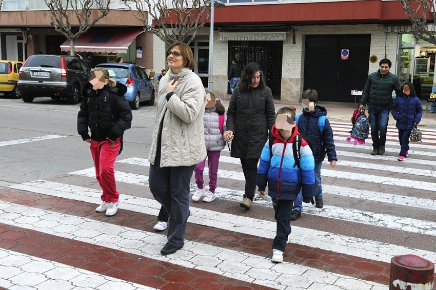 Niños entrando en el colegio