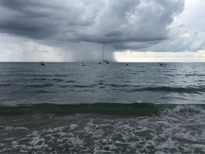 Imagen de la tormenta sobre Santo Tomás (Foto:  @juan_osaba)