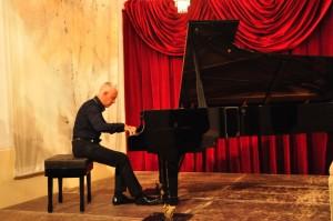 Jean-François Dichamp durante su concierto en el Claustre del Seminari. Fotos: Rafa Raga.