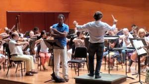 Simón Orfila en un ensayo con la Simfònica de Balears. Fotos: S.O.