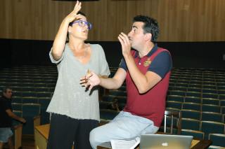 nacho garcia director de la obra de teatro la bella helena y maria camps