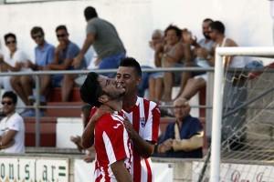 Elliot y Pepo celebran el 1-0 (Fotos: deportesmenorca.com)