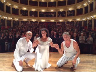 2La comunió va ser ahir. Foto Mô Teatre