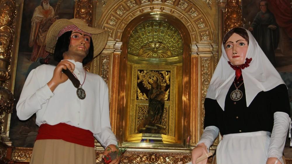Los gigantes Joan y Rita representan dos payeses menorquines del XVIII. Foto: Colla de Geganters de Llucmaçanes.