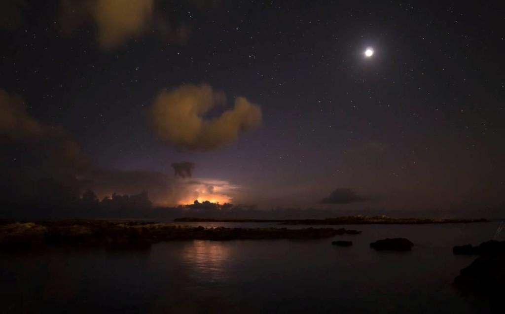 Momento del eclipse lunar desde Binibeca Vell. Foto: Edward Velasco.