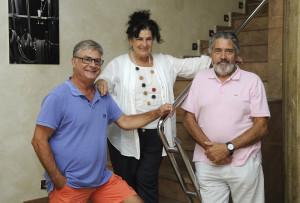 Jordi Odrí y Matilde Muñiz de Mô Teatre junto a Joan Mercadal, presidente del Orfeó Maonès (derecha). Fotos: Tolo Mercadal.