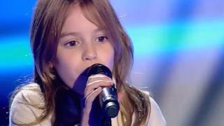 Índigo Salvador cantando en 'La Voz Kids'.