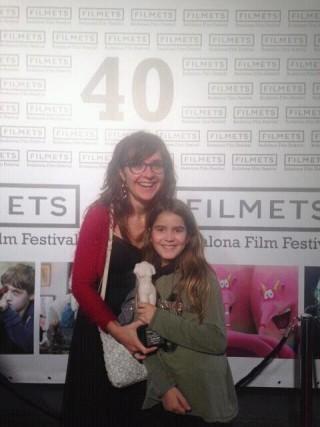 Anna Petrus con la protagonista de uno de sus cortos, Raquel Dalmases