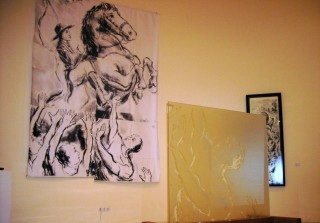 Boceto de la vidriera y uno de los vidrios que se expusieron en la retrospectiva de Zulema Bagur en el Roser.