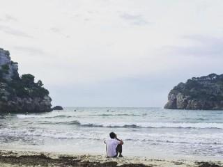 El espectacular modelo Juan Betancourt disfruta de Menorca