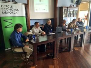 En la mesa redonda, moderada por Joan Enric Vilardell, participaron los ponentes, Conxa Juanola y Joan Gual. FOTO.- APB