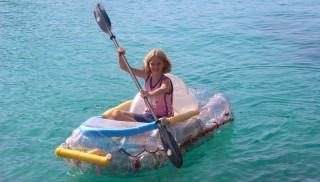 Olivia Moll Pinnell en el momento de probar su 'squidge' en el mar. Foto: Olivia Moll y Caroline Pinnell.