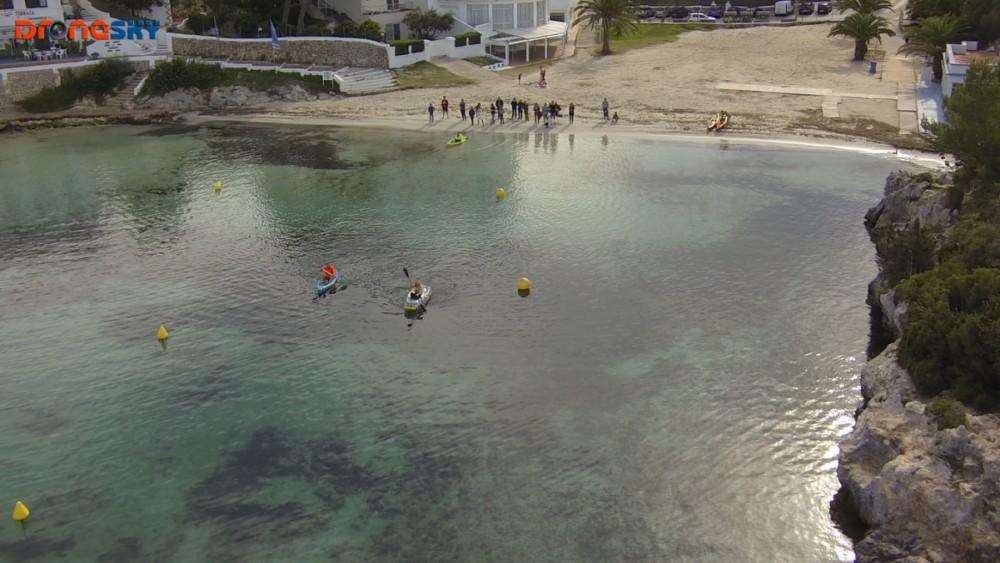 Momento del inicio del reto en la playa de Santandria. Foto: DroneSky.