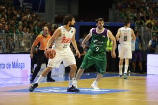 Llull bota la pelota durante el partido (Foto: ACB Photo)