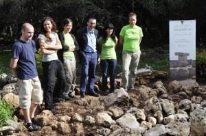 El conseller junto a Irene Riudavets, Montserrat Anglada, Valleria Dall'Ara, Claudio Rambelli y Cristina Bravo. Foto: Tolo Mercadal.