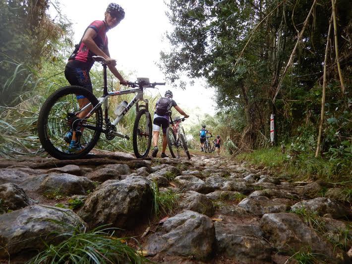 Bikers en uno de los tramos (Fotos: Kike Cardona)