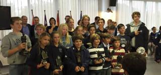 Dos imágenes del acto de entrega de trofeos (Fotos: CN Ciutadella)