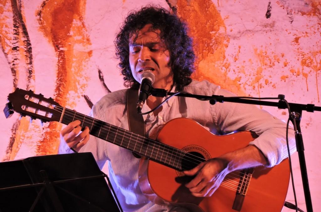 David Vidal en un momento de su actuación en Alaior este verano. Foto: D.V.