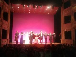 Armónica solidaridad en el Teatro Principal de Maó