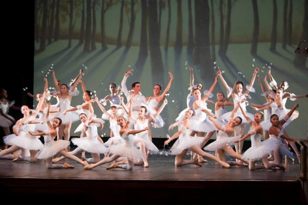 Momento de 'El cascanueces' de la Escola de Dansa de Ferreries en una función anterior.