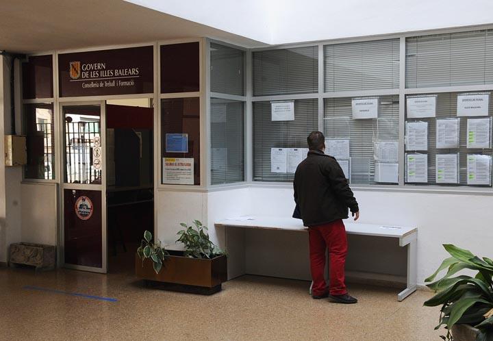 Oficina de empleo en Maó.