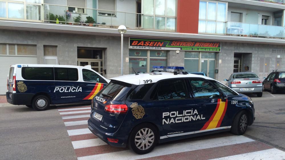 Detención de un hombre en la calle Font i Vidal de Maó.