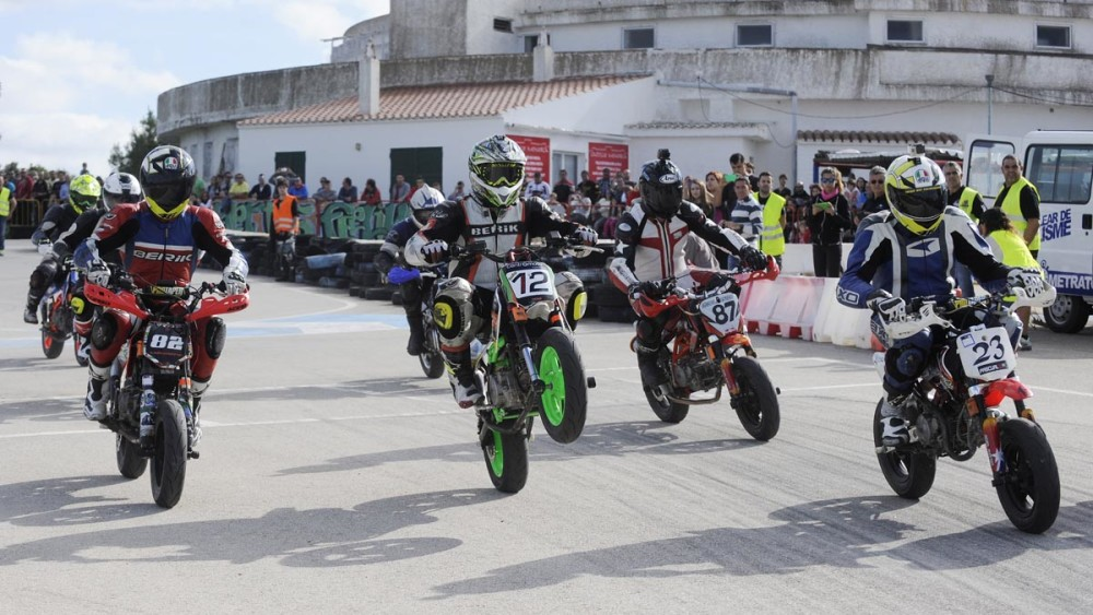 manga del campeonato de baleares de minivelocidad de motos en el circuito de karts de ciutadella