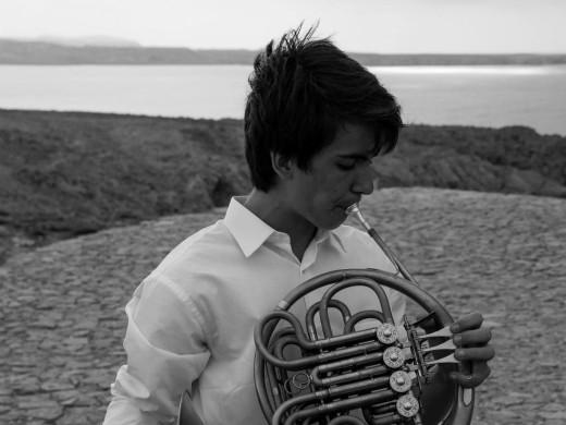 El trompista menorquín Paul Coll Tulloch. Foto: Conservatori Professional de Música de Menorca.