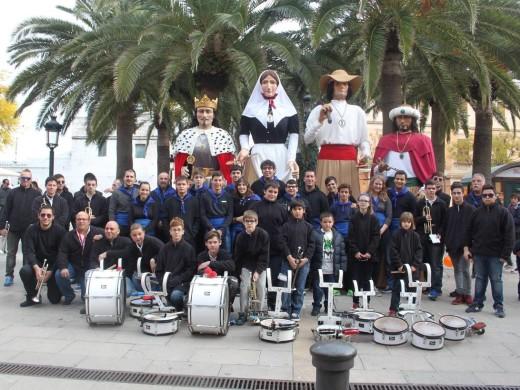 Los gigantes de Llucmaçanes, al ritmo de 'Campanas de Belén' en Ciutadella