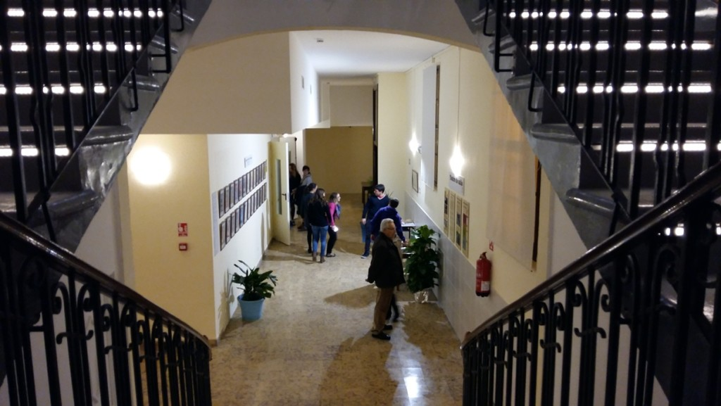 Entrada del teatro vista desde las escaleras que suben al anfiteatro, en una imagen captada en la jornada de puertas abiertas.