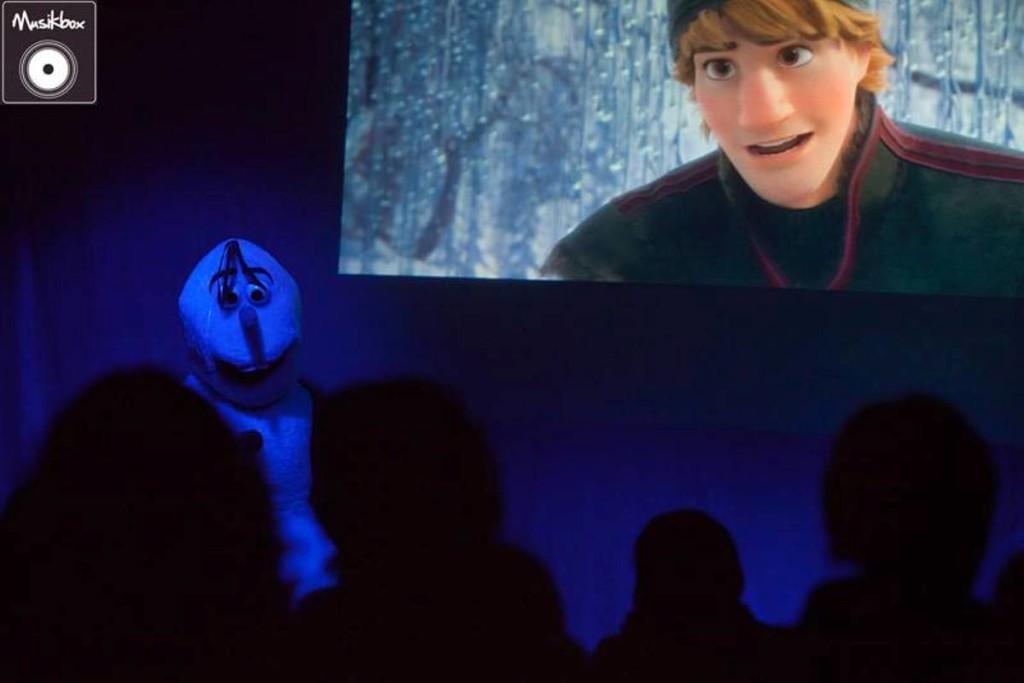 En este formato algunos de los personajes de 'Frozen' salen literalmente de la pantalla. Foto: Musikbox.