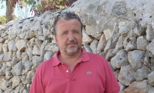 Josep Masanés nació en Barcelona en 1967 y reside en Menorca desde hace más de una década.