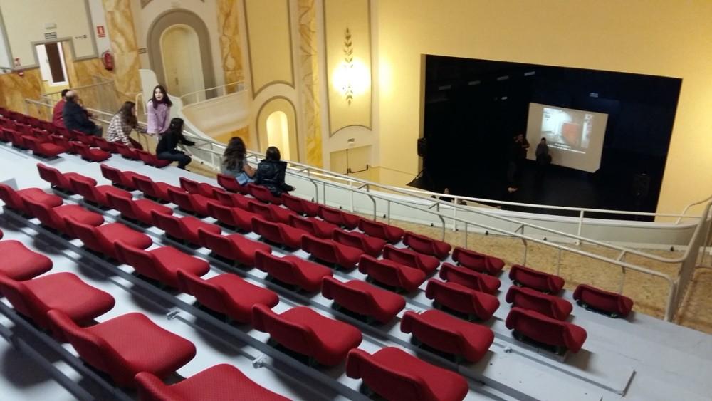 Vista del anfiteatro, donde todos sus asientos tienen visibilidad del escenario.