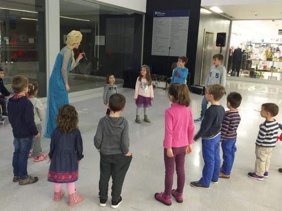 Los niños, durante uno de los espectáculos.