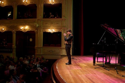 Marco Mezquida, en el Principal de Maó el día de su actuación en el marco del 150º aniversario del IES Joan Ramis i Ramis. Foto: M.M.