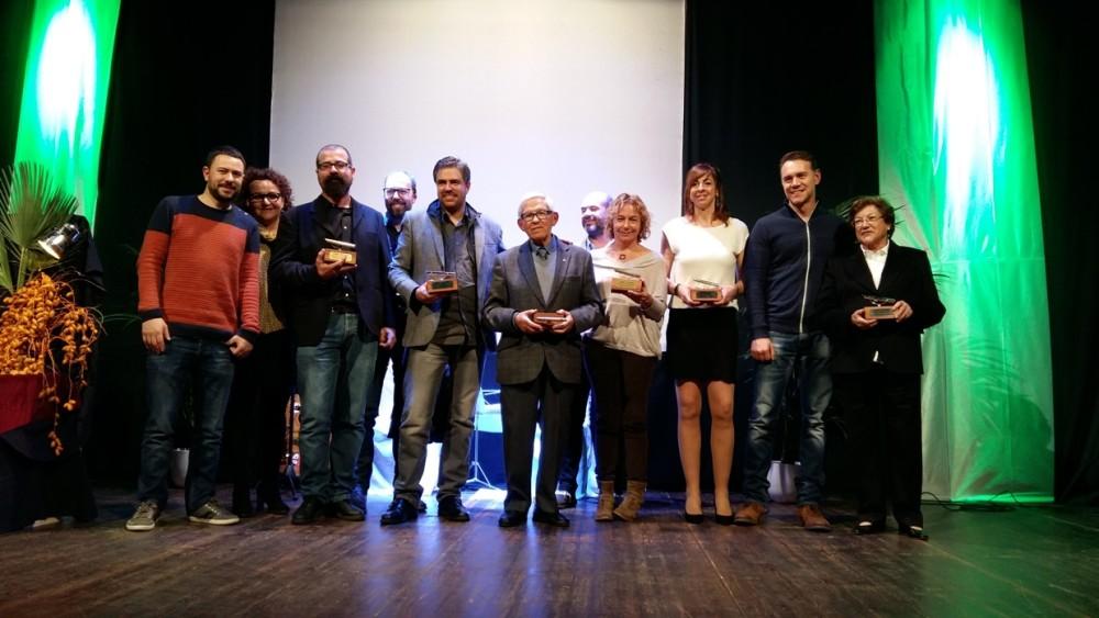 Todos los galardonados como Ciutadellencs de s'Any 2015 al finalizar la gala en el Casino 17 de Gener.