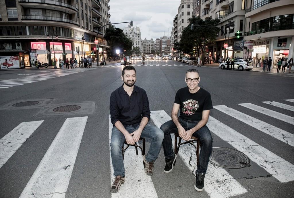 Xavi Sarrià y Feliu Ventura en una fotografía de Xepo W.S. para la revista Enderrock.