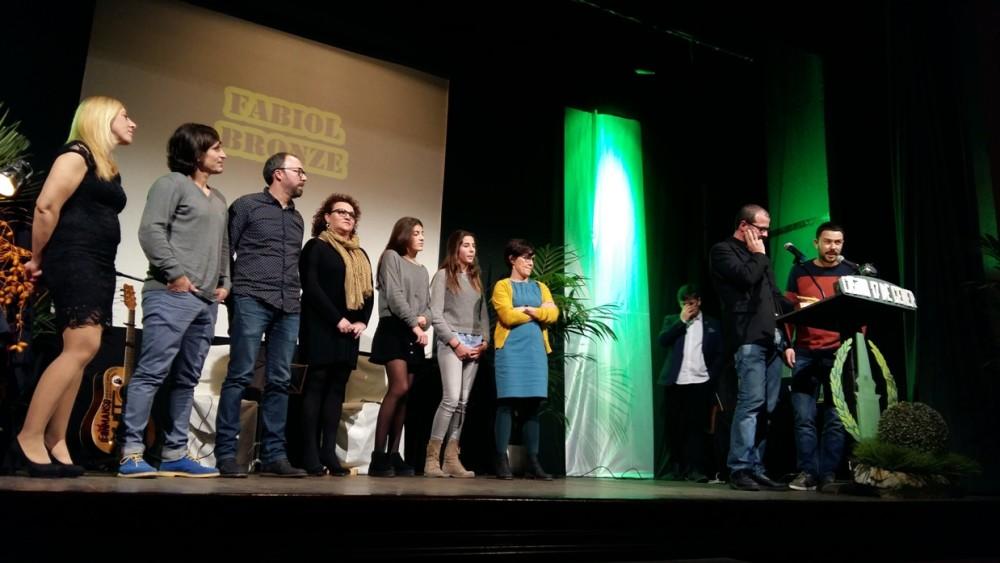 Integrantes de Ciutadella Vella y de Ciutadella Antiga recibieron el fabiol de bronce en el apartado cultural por su Teatre de Butxaca.