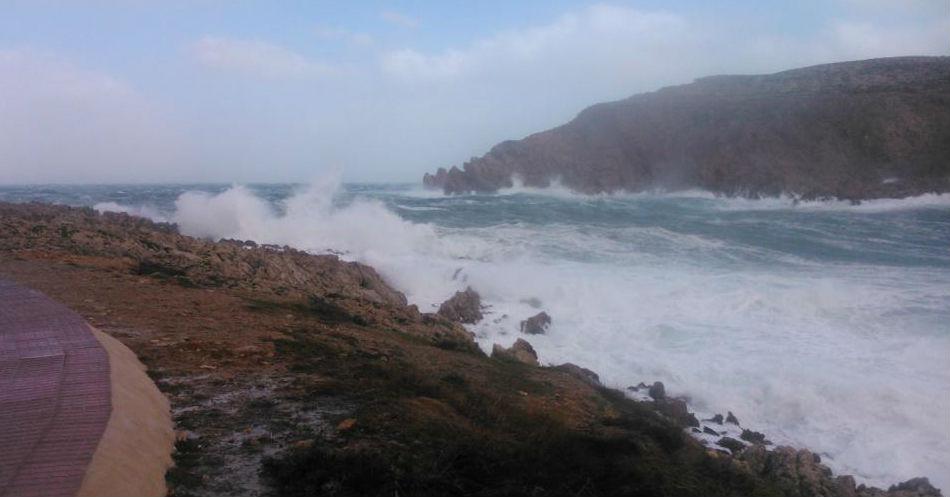 Imagen del temporal en Fornells (Foto: Tolo Mercadal)