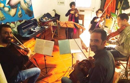 El Quartet Aguinaga y Pau Cardona ensayando para el concierto, en una imagen difundida por el Grup Filharmònic de Maó en las redes sociales.